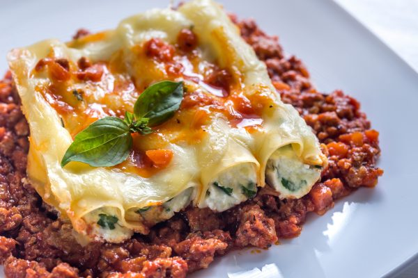 Canelloni stuffed with ricotta